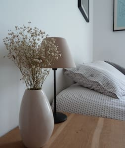 Welcome! Quiet room with private bathroom métro L9 - Daire
