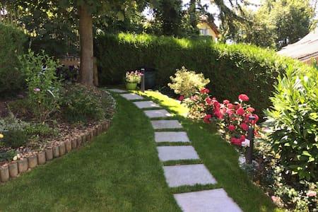 Chambre duplex entrée et jardin privés - vue lac - Blonay