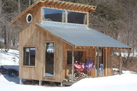 Modern Little Rock River Cabin - Newfane