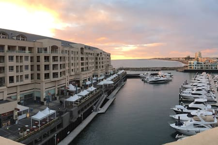 Stunning Glenelg Marina/Sea Views - Rekkehus