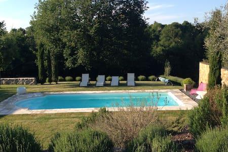 Charmante villa avec piscine. - Saint-Laurent-sur-Sèvre