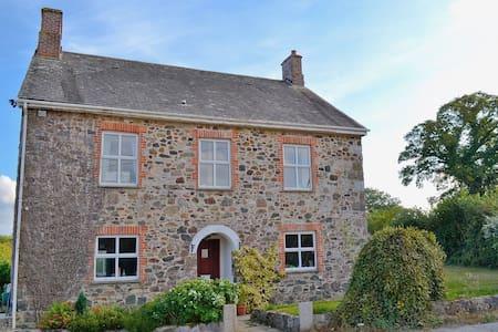 Dunley Farmhouse - Hus