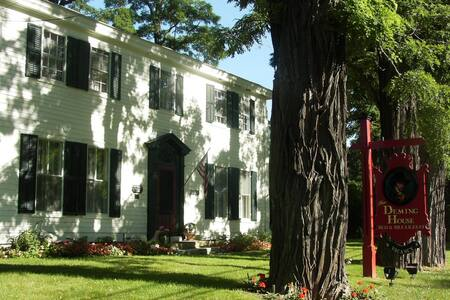 Deming House B and B, circa 1780 - Bed & Breakfast