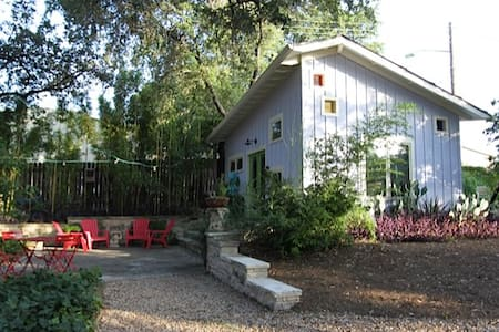 Cozy Casita Near Downtown in SoCo