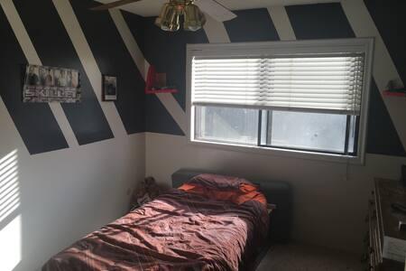 My teenage son's room. - Bakersfield - Casa
