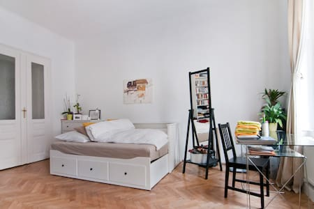 Beautiful apartment next to Palais Liechtenstein - Wien