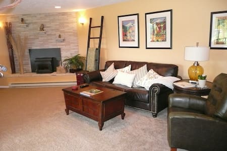 Private Downstairs Apt. With Patio - Oregon City