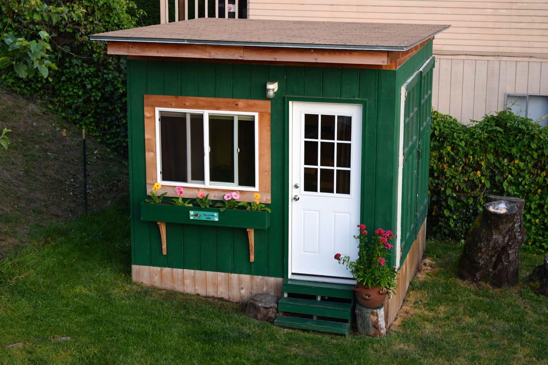 10x10 Garden cabin !