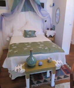 la maison de natasha room number 4 - Bed & Breakfast