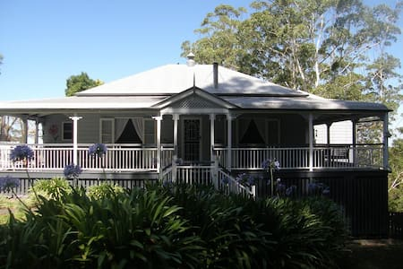MALENY, 2 Ensuite Rooms, B/fast, Views, Lounge, AC - Bed & Breakfast