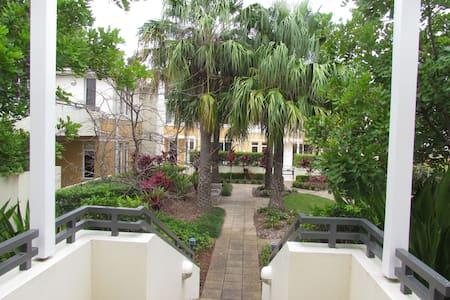 Modern, opp. golf course and beach - Apartamento
