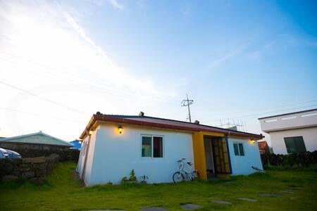 #2 조용한 동쪽마을에 위치한 프라비타 카페 & 게스트하우스