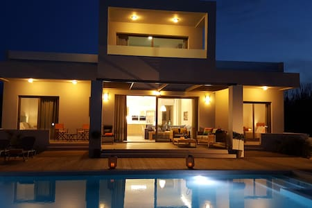 """Sea Queen Villa"" 150m from sea. - Chania - Villa"