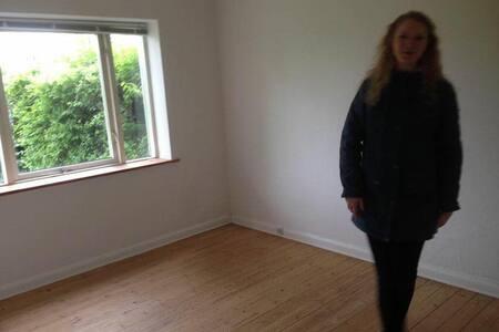 Billig overnatning, ikke møbleret - Apartamento
