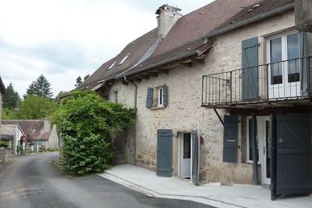 Maison de village rénovée - House