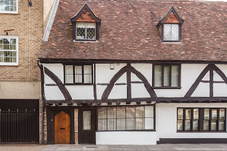 Ensuite in 15th Century Town House - Salisbury - Hus