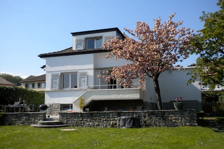 Cosy house close to Lausanne - Haus