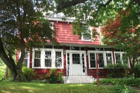 Victorian Available for Pope Visit - Oaklyn - Haus