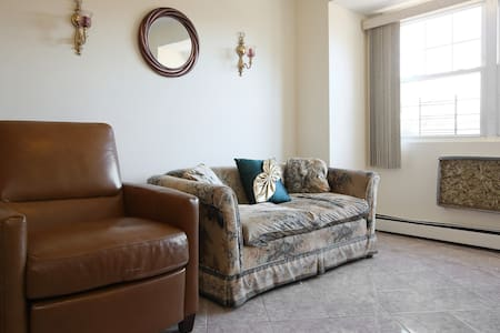 Furnished rooms 20minutes from JFK - Casa
