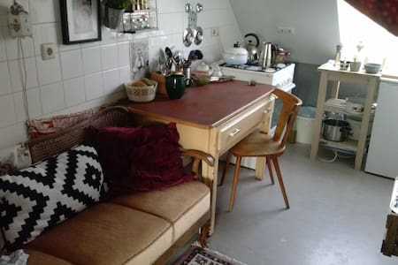 cute cosy vintage roof  apartment - Berlin - Apartment