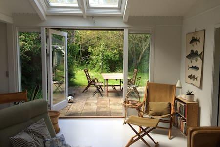 Cozy living next to beach & forest - Bakkebølle Strand - Kabin