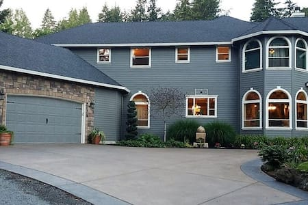 Happy Home on the Hill - Washougal - Apartment