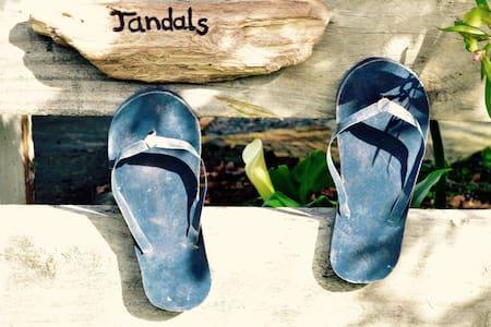 JANDALS cosy coastal B&B - Bed & Breakfast