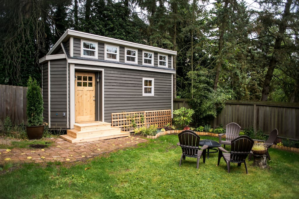 Seattle tiny house near light rail houses for rent in for Small home builders near me