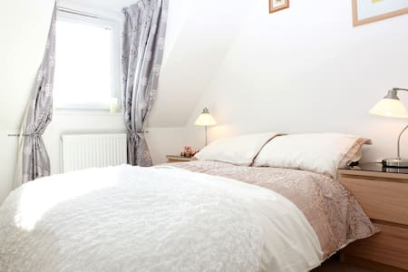 2 DOUBLE ROOMS FOR 3-4 GUESTS ONLY - House