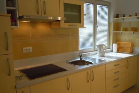 Apartment Yellow in Sveta Nedjelja - Sveta Nedilja - Lejlighed