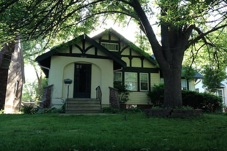 Classic Des Moines neighborhood - Des Moines - House