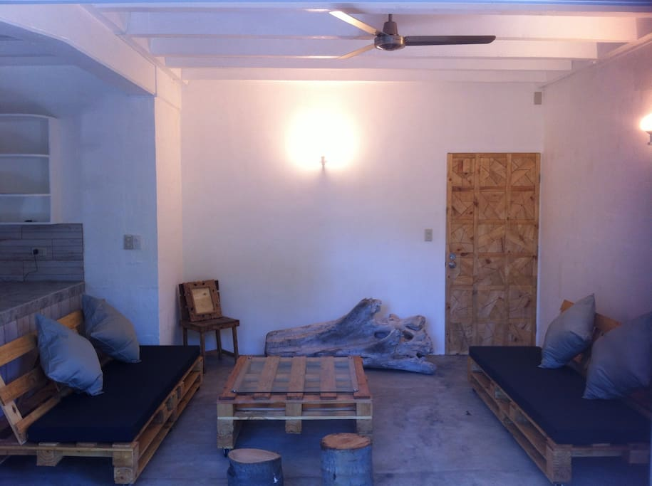 Rainforest apartment near the bay apartments for rent in for Furniture zone near me