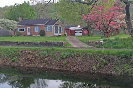 Canal Side Cottage - Bucks County - Upper Black Eddy - Rumah