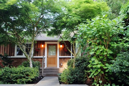 Lovely Wooded Mother-in-Law Cottage - Seattle