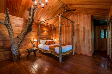 Tree Houses at Pepper Trail - Treehouse