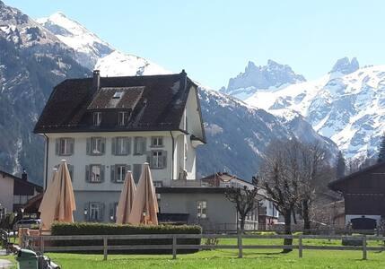 Schlafen mit Bergpanorama, zentral - Engelberg - Apartemen