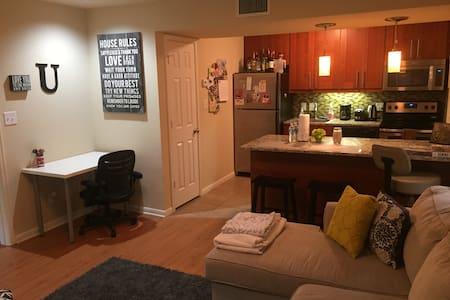 Cozy Condominium - Austin - Condominium