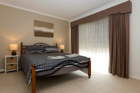 Large Airy Room with Queen Size Bed - Warrnambool - House