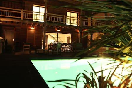 Très belle villa en bois de 175m2 - Brujas - Villa