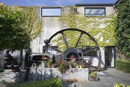 Logeren in voormalige vlasfabriek  - Kortrijk - Bed & Breakfast