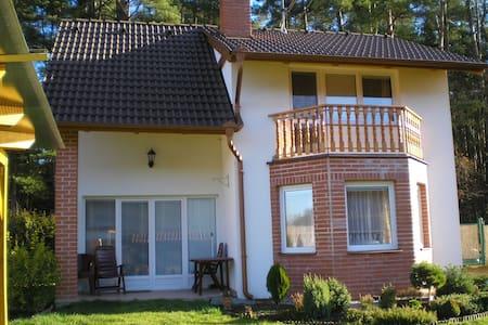 Dvoupodlažní zděná chata  - Haus
