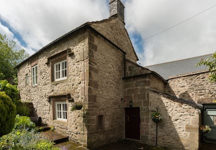 Delightful old stone cottage - Casa
