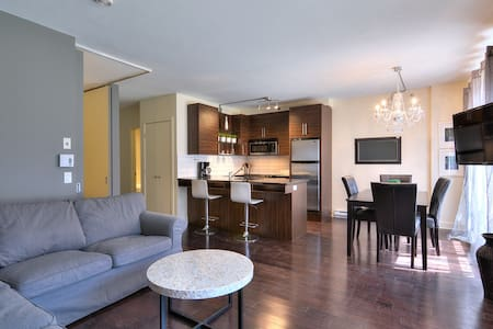 Downtown Montreal Condo with Wifi.