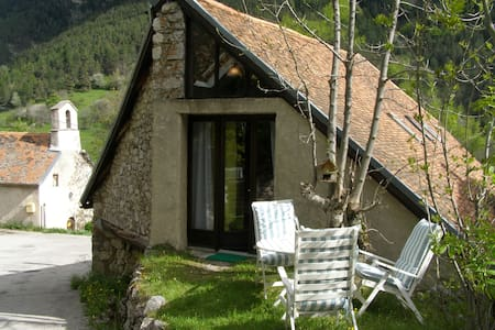 Gîte Farenc, Chambre Amour-Anarchie - Glandage - Bed & Breakfast
