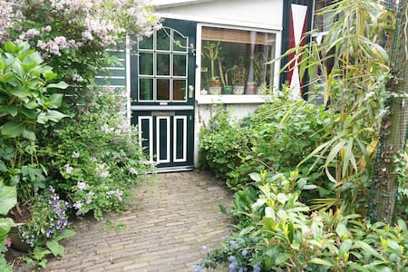 Warm,quiet home close  to Amsterdam - House