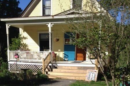 VT Artist's Cozy Home/Art Studio - N Westminster - Dom
