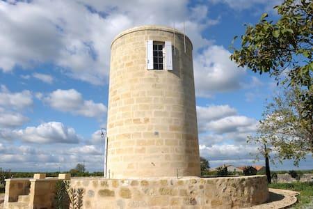 Clos Moulin du Cadet Saint-Emilion - Castle