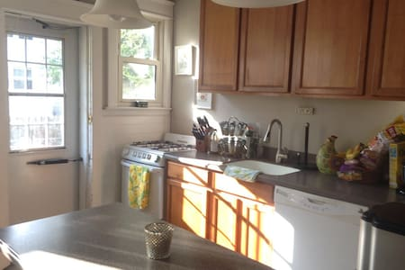 Fresh Clean Bedroom w/ Full Sz Bed - Collingswood - House