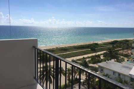 Beautiful  Surfside Beach Condo/ private room - Διαμέρισμα