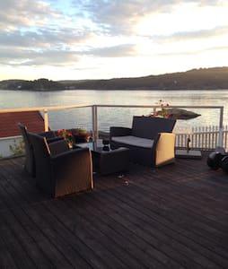 Flott hus i vannkanten m/ brygge og nydelig utsikt - Vestre Sandøya - Haus